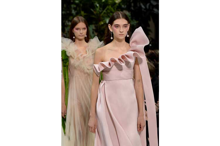 Valentino ss 2018 just like a fantasy20ott17 7